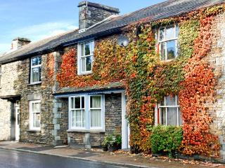 UPPER TWEENWAYS, open plan living area, cosy apartment, fantastic central location in Ambleside, Ref. 24671 - Little Langdale vacation rentals