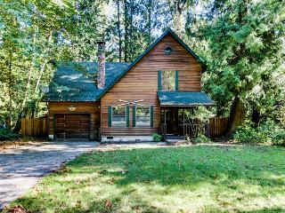 Pet-friendly cabin w/private hot tub, shared pool and sauna - Rhododendron vacation rentals