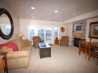 2 Bdrm Luxury Ski Condo- Best VALUE at Lakeside - Huntsville vacation rentals
