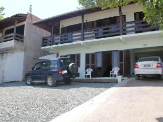 House 3 bedrooms, W-IFI, 5 min PARQUE BETO CARRERO - Penha vacation rentals