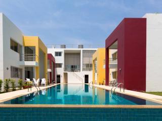 Baan Sunanta Resort - 7 separate rooms, sleeps 28 - Hua Hin vacation rentals