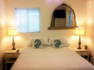 Walkstreet 2 Bed Fresh unit Minute to sand - Los Angeles vacation rentals