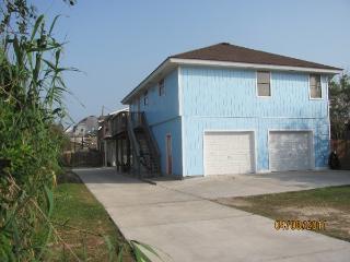 Pet Friendly, Beach close, 25 Ft Pool, Sleeps 10 - Port Aransas vacation rentals