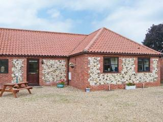 THE GRANARY COTTAGE, great touring base, close to amenities, ground floor cottage in Gayton, Ref. 28910 - Hunstanton vacation rentals