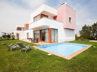 446678 - 3 bedroom luxury villa - Private pool and garden - Sleeps 8 - Bom Sucesso Obidos - Leiria District vacation rentals