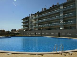 1001913 - Modern apartment with large Pool and Childrens play area, 5 minutues walk to Beach - Sleeps 4 - Sao Martinho do Porto - Sao Martinho do Porto vacation rentals