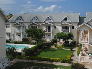 Condo with Pool, Close to Beach and Attractions - Runaway Bay vacation rentals