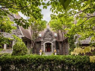 Gorgeous and spacious water view mansion - Montreal vacation rentals