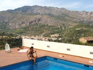 Apartment with outstanding mountain views in the Guadalest Valley - El Albir vacation rentals