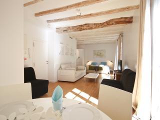 Apartment Barcelona Born II - Barcelona vacation rentals