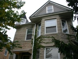 Rogers Park/ Edgewater 2BR near Loyola University - Chicago vacation rentals