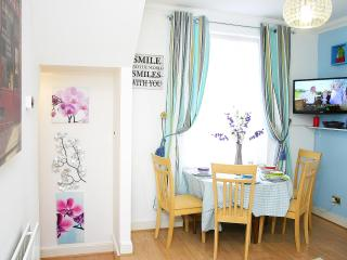 Stylish OneBed Apt in Maida Vale-SP - London vacation rentals