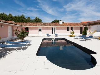 834072 - Large villa with Private courtyard and Swimming Pool, Sleep 9 - Salir so Porto - Bemposta (Mogadouro) vacation rentals