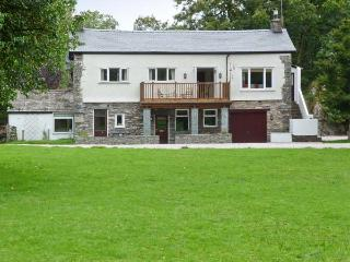 LINGMELL, pets welcome, spacious shared grounds, stunning views, open fire, canoe and kayaks, in Coniston Ref. 28716 - Coniston vacation rentals