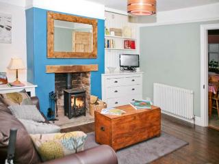 SOUTHEY COTTAGE, pet-friendly, woodburner, en-suite facilities, in Grassington, Ref. 24448 - Addingham vacation rentals