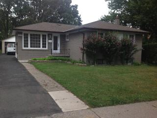 Beautiful 4 bedroom in the heart of Mississauga - Mississauga vacation rentals