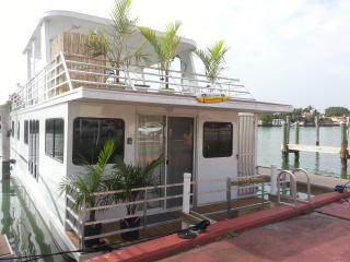 Brand New Houseboat - Close to Shops and Beach! - Fort Lauderdale vacation rentals