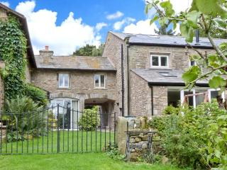 SPEN HOUSE luxury cottage, woodburning stove, en-suites in Bentham Ref 23242 - Priest Hutton vacation rentals