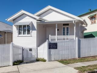 Mon Reve Cottage - French Style just 3 klm to CBD - Brisbane vacation rentals