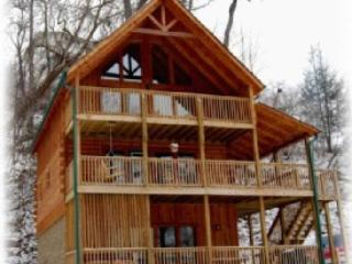 3 spacious decks and outdoor area for children - 3 Master Suites - Excellent Location,and Privacy - Gatlinburg - rentals
