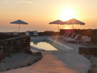 FOLEGANDROS 'LITHIA' - VILLA MYRTIA & POOL - Folegandros vacation rentals