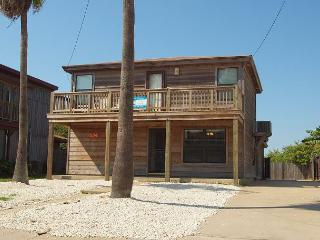 Fabulous 3 bedroom 2 bath home in the heart of Port Aransas! - Port Aransas vacation rentals