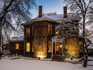 6 Bedroom Suites|Outdoor Hot Tub|Historic Charm W/Modern Updates|Walk to Trax - Salt Lake City vacation rentals