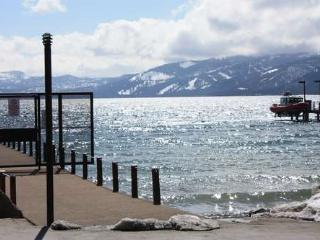 Boat House lakeview beach hot tub pool monthly ok - North Tahoe vacation rentals