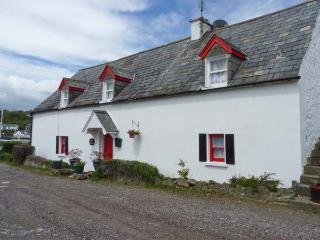 APRIL COTTAGE, all ground floor, next to harbour, near to beach in Kinsale Ref 24753 - Kinsale vacation rentals
