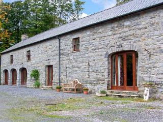 THE GRANARY, woodburner, extensive grounds, quality barn conversion in peaceful location near Narberth, Ref. 28947 - Tenby vacation rentals
