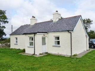 ELLIE'S COTTAGE, single-storey,solid fuel stove, near Newport, County Mayo, Ref 29499 - Achill Island vacation rentals