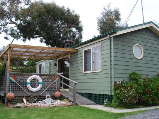 Luxury affordable holiday unit with spa near beach - Coles Bay vacation rentals