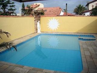 Casa a 100 mts da praia ao lado da colônia de férias do táu - Itanhaem vacation rentals