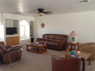 Fully furnished bungalow in sunny Lake Havasu! - Lake Havasu City vacation rentals