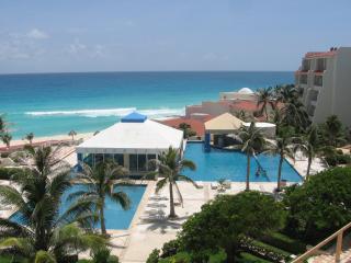 Garden - Ocean Studio A003 On The Beach Sleeps 4 - Cancun vacation rentals