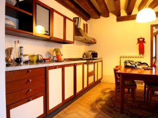 San Polo Apartment for 4 people - Venice vacation rentals