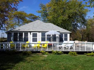 Beautiful Renovated Cottage on the North Shore of Lake Erie... - Lakeshore vacation rentals