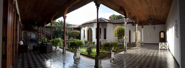 Inner courtyard - Colonial Mansion in Heart of historic district in - Granada - rentals