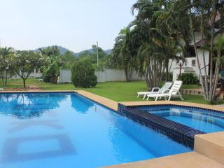 Casa Hua Hin - Charming 3 bedroom (pool) villa - Cha-am vacation rentals
