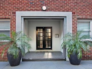 SUNNY FULLY FURNISHED IMMACULATE APARTMENT CLOSE TO BEACH - Randwick vacation rentals