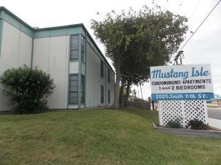 Mustang Isle Condo - Winter Texans Welcome - Port Aransas vacation rentals