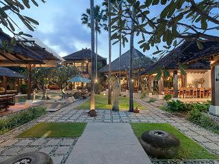 Villa Kampung Besar 6-bedroom in Seminyak - Seminyak vacation rentals