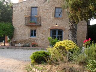 Can Baró + pool, Orriols- 15 minutes to Costa Brava beaches. Sleeps 8 - Province of Girona vacation rentals