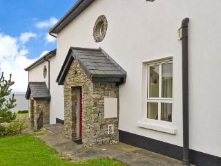 OYSTER COVE, terraced cottage overlooking the Atlantic Ocean, en-suite, patio, in Kilkieran, Ref 29308 - Lettermore vacation rentals