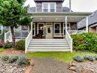 Gorgeous, stylish home with private hot tub and game room - Depoe Bay vacation rentals