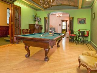 CITI MANSION APPROX. 15 MINUTES FROM TIMES SQUARE - Union City vacation rentals