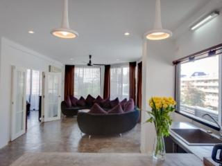 2BR HUGE Apt in a REAL Thai & Foodie Neighboorhood - Bangkok vacation rentals