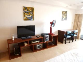 Big Studio (40 qm) - 5 min walk to Walking Street - Sao Hai vacation rentals