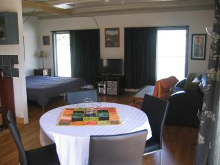 1 Bedroom Beach Studio in Lancelin- Studio 7 - Lancelin vacation rentals