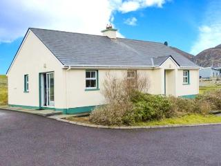 BEARA 1, single-storey cottage, open fire, pet-friendly, ideal touring base for County Cork, near Allihies, Ref 27856 - Goleen vacation rentals
